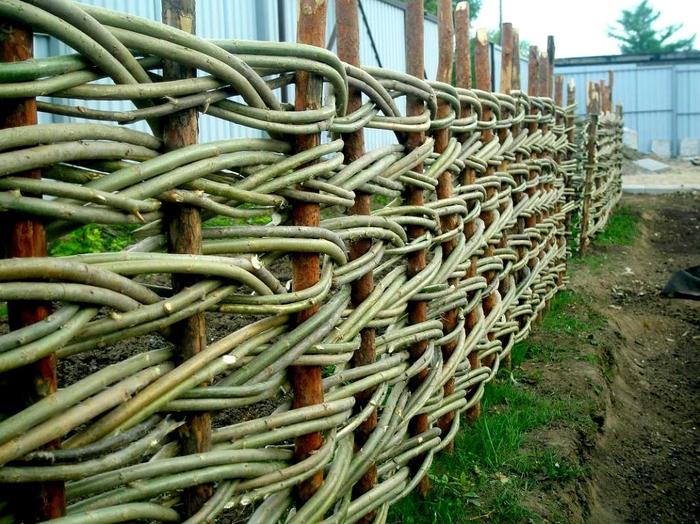 Плетеная изгородь из веток