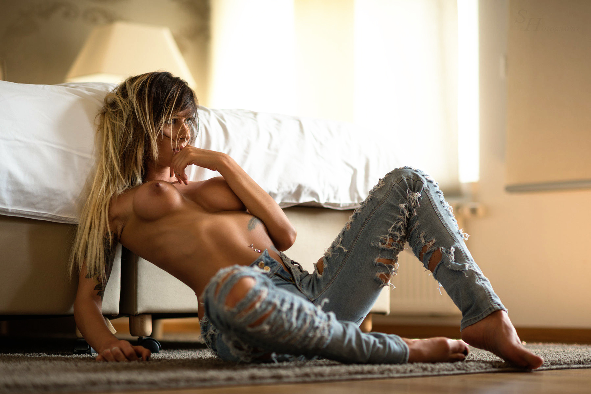 jeans-ripped-girl-naked