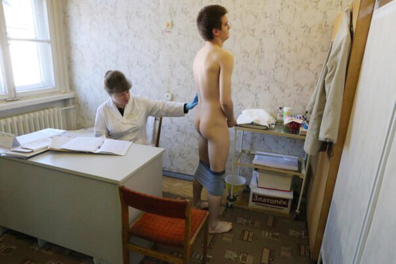 porno-prizivnikov-na-medosmotre-porno-usrachki