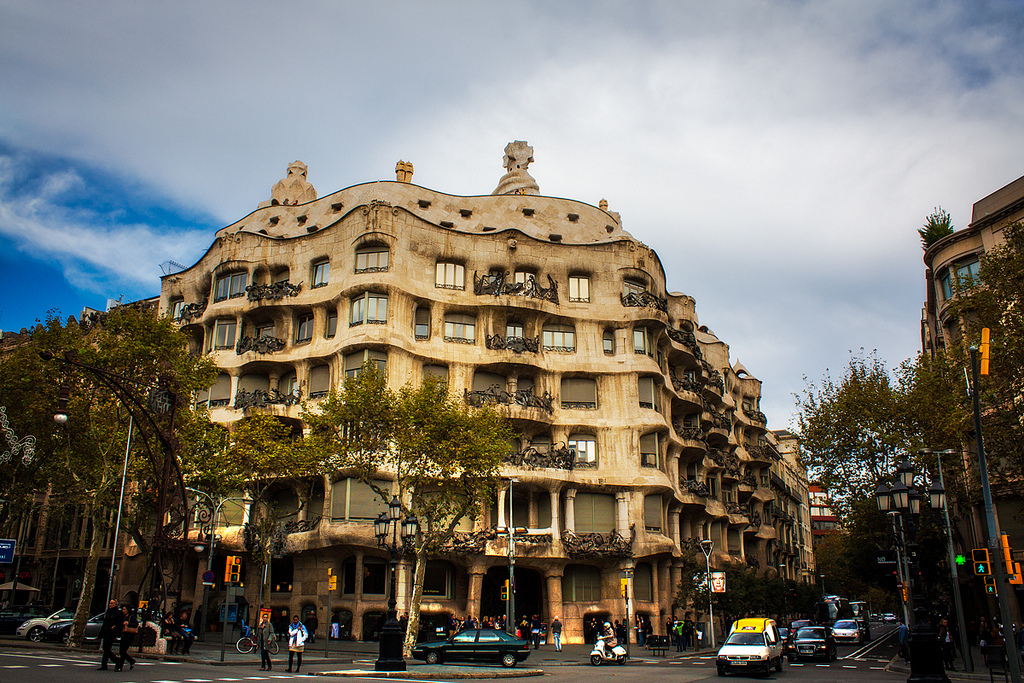 visiter barcelone ticket casa mila coupe file discount - 600×399