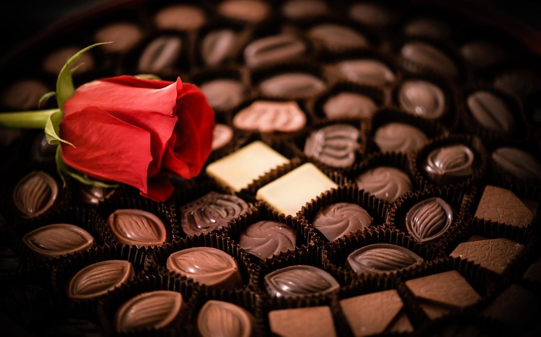 Открытка с конфетами с днем рождения, днем варенья